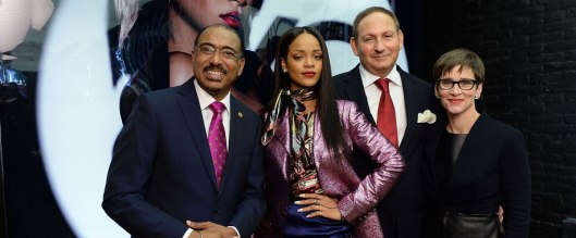 El Fondo M∙A∙C de lucha contra el sida, Rihanna y ONUSIDA se unen para llegar a cerca de dos millones de jóvenes que necesitan acceso al tratamiento del VIH